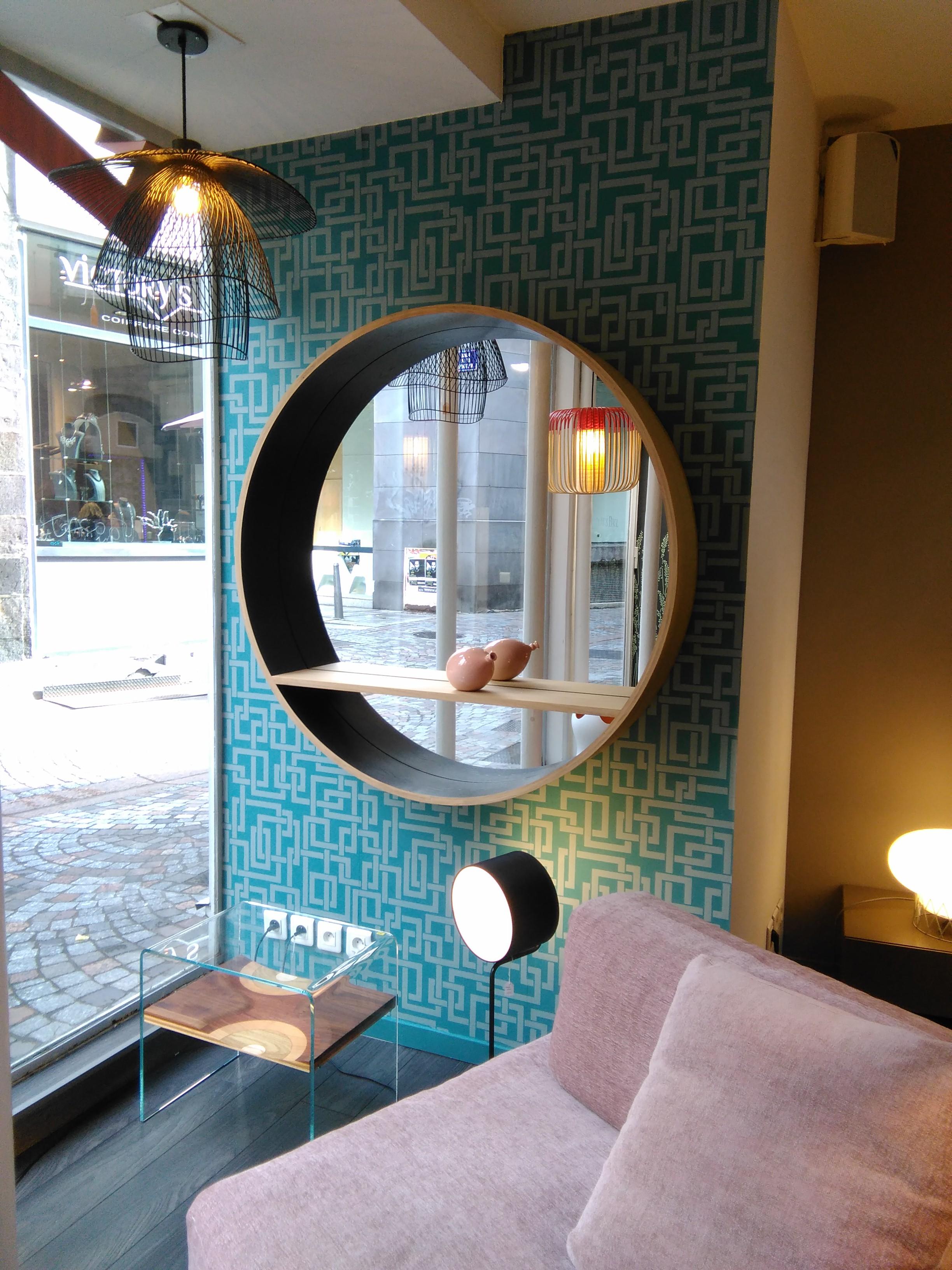 Un grand miroir sur papier peint farrow ball casa 3d for Coller miroir sur papier peint